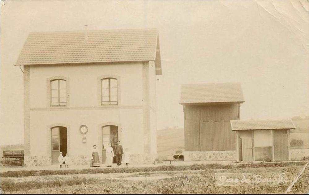 Bouafle-la-gare-avec-voyageurs