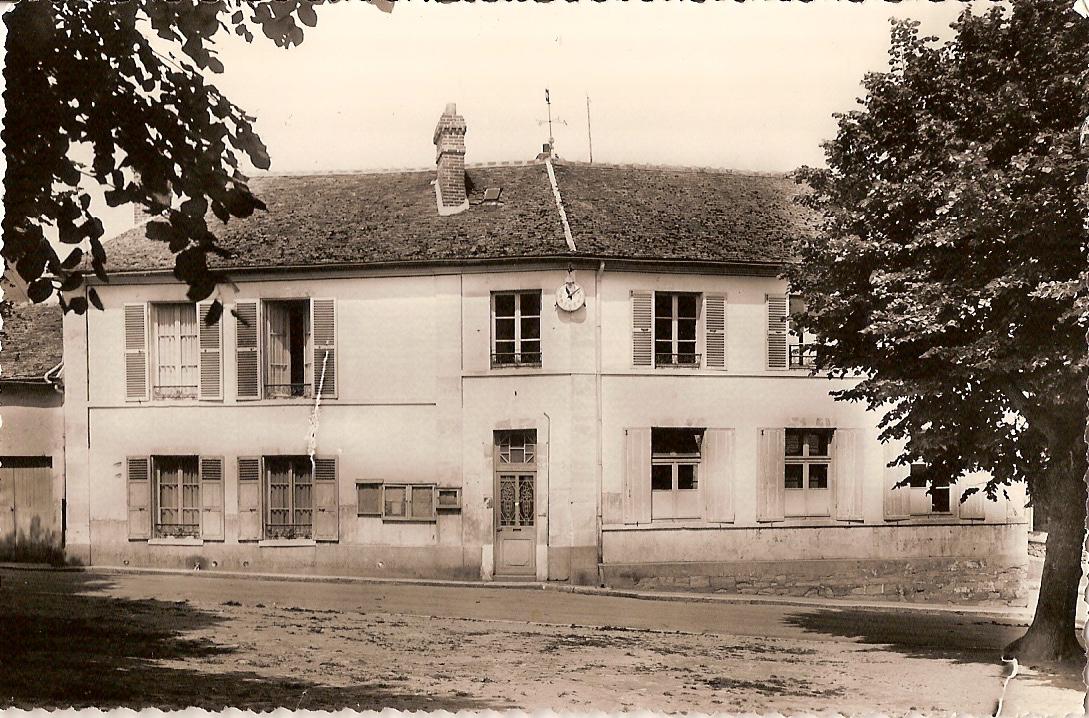 Bouafle-mairie-et-cole-des-garons-vers-1955