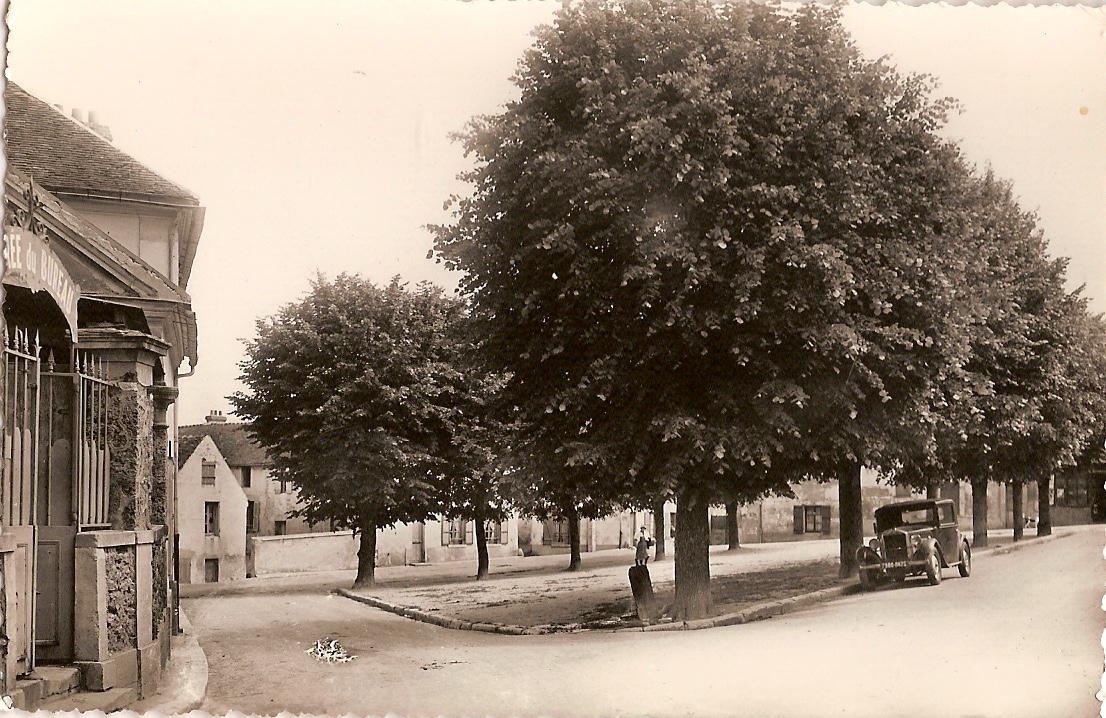 Bouafle-place-de-la-Mairie-vers-1955