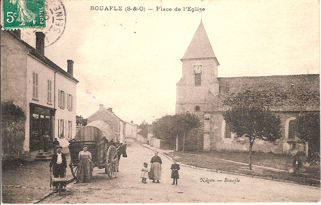Bouafle-place-de-lglise-anime