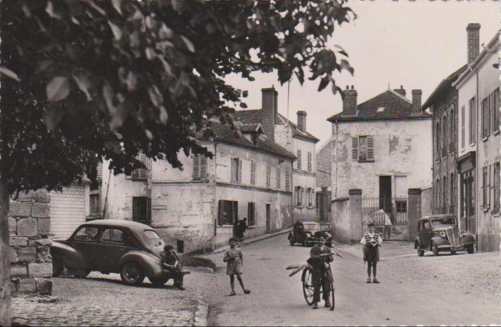 Bouafle-place-de-lglise-vers-1955