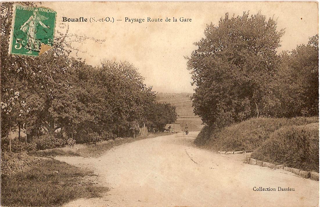Bouafle-route-de-la-gare-actuellement-route-Neuve--lintersection-avec-le-chemin-de-Plimas