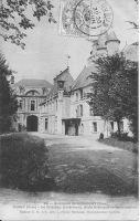 Dives-cour-intrieure-du--chteau-vers-1908