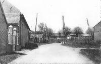 Dives-hameau-de-Plessis-Cacheleux-rue-de-la-Garenne-et-place-Delnef