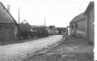 Dives-hameau-de-Plessis-Cacheleux-rue-de-la-Garenne-vue-de-la-place-avant-1917
